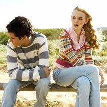 boyfriend is ignoring his girlfriend